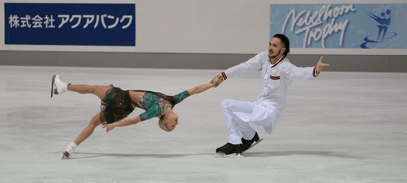 Die amtierenden Olympiasieger Tatiana Volosozhar / Maxim Trankov bei der Nebelhorn Trophy 2015